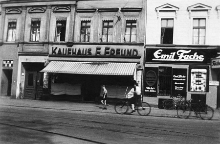 The Zorek family shop. The original building, located on Jedności Narodowej Street, did not survive the war.