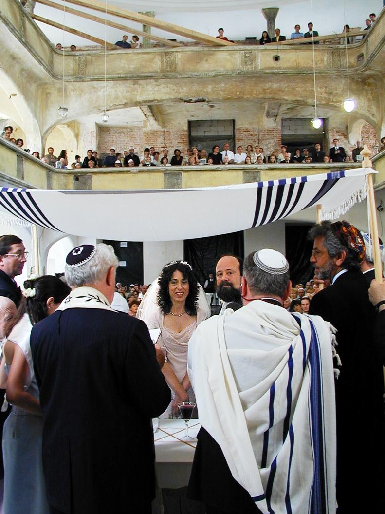 Ślub Ellen Friendland i Curta Fissela w synagodze Pod Białym Bocianem we Wrocławiu w 2000 roku