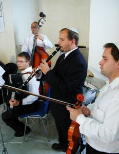 wedding-of-ellen-friendland-and-curt-fissel-in-the-white-stork-synagogue-wroclaw-poland-ślub-żydowski-jewish-wedding-synagoga-pod-białym-bocianem-חידוש-chidusz-hidush-03