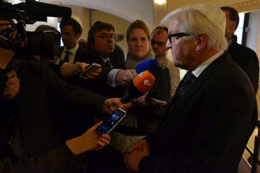 Minister Steinmeier odpowiada na pytania dziennikarzy