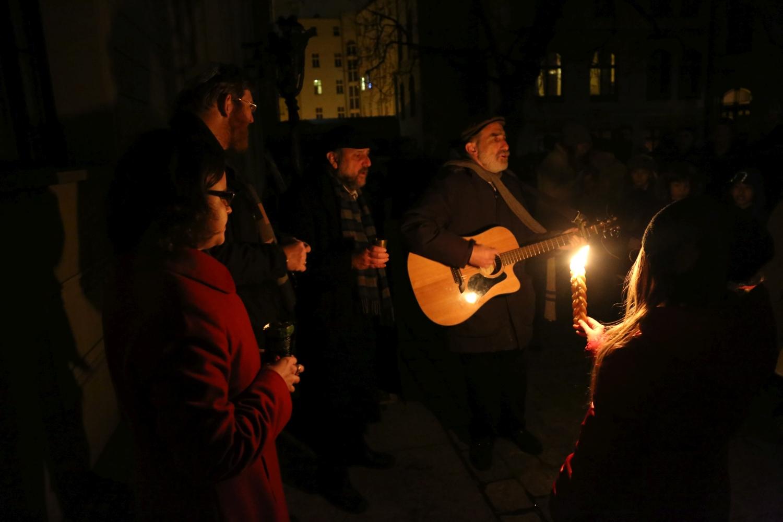 chidusz-com-chanukkah-hanukkah-chanuka-wroclaw-jewish-life-in-poland-festival-of-lights-schudrich-herberger-gleichgewicht-bente-kahan-white-strok-synagogue-synagoga-pod-białym-bocianem-etz-chaim (2)