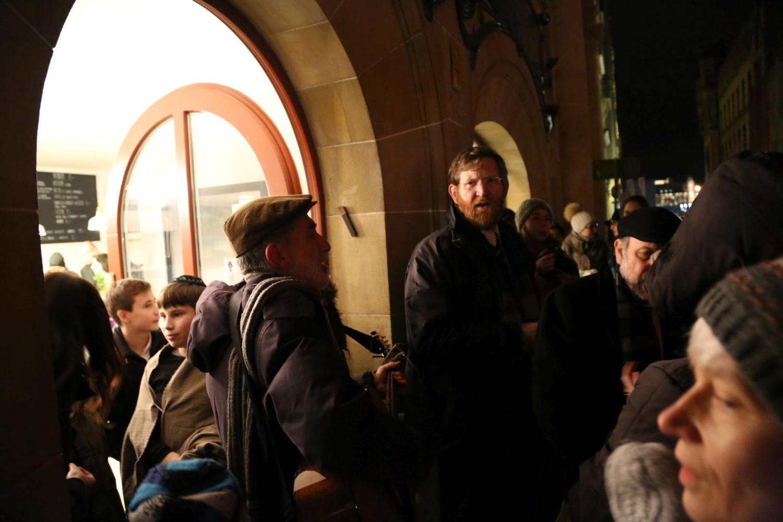 chidusz-com-chanukkah-hanukkah-chanuka-wroclaw-jewish-life-in-poland-festival-of-lights-schudrich-herberger-gleichgewicht-bente-kahan-white-strok-synagogue-synagoga-pod-białym-bocianem-etz-chaim (20)