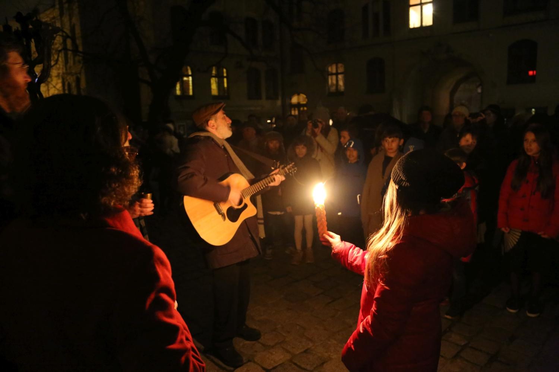 chidusz-com-chanukkah-hanukkah-chanuka-wroclaw-jewish-life-in-poland-festival-of-lights-schudrich-herberger-gleichgewicht-bente-kahan-white-strok-synagogue-synagoga-pod-białym-bocianem-etz-chaim (3)