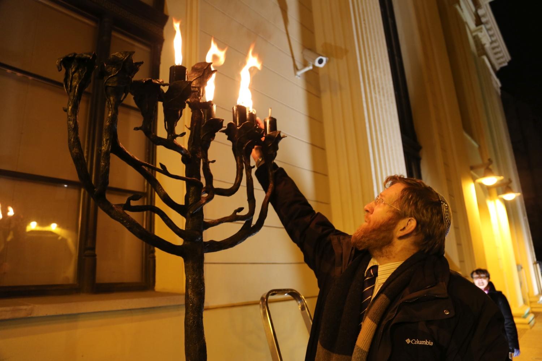 chidusz-com-chanukkah-hanukkah-chanuka-wroclaw-jewish-life-in-poland-festival-of-lights-schudrich-herberger-gleichgewicht-bente-kahan-white-strok-synagogue-synagoga-pod-białym-bocianem-etz-chaim (8)