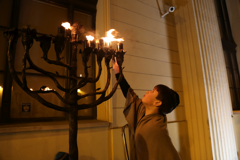 chidusz-com-chanukkah-hanukkah-chanuka-wroclaw-jewish-life-in-poland-festival-of-lights-schudrich-herberger-gleichgewicht-bente-kahan-white-strok-synagogue-synagoga-pod-białym-bocianem-etz-chaim (9)