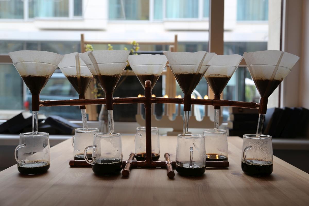 Wyjątkowy sposób serwowania kawy w CIŻ Cafe na Włodkowica 9 we Wrocławiu - jedynej koszernej kawiarni na Dolnym Śląsku / fot. MB