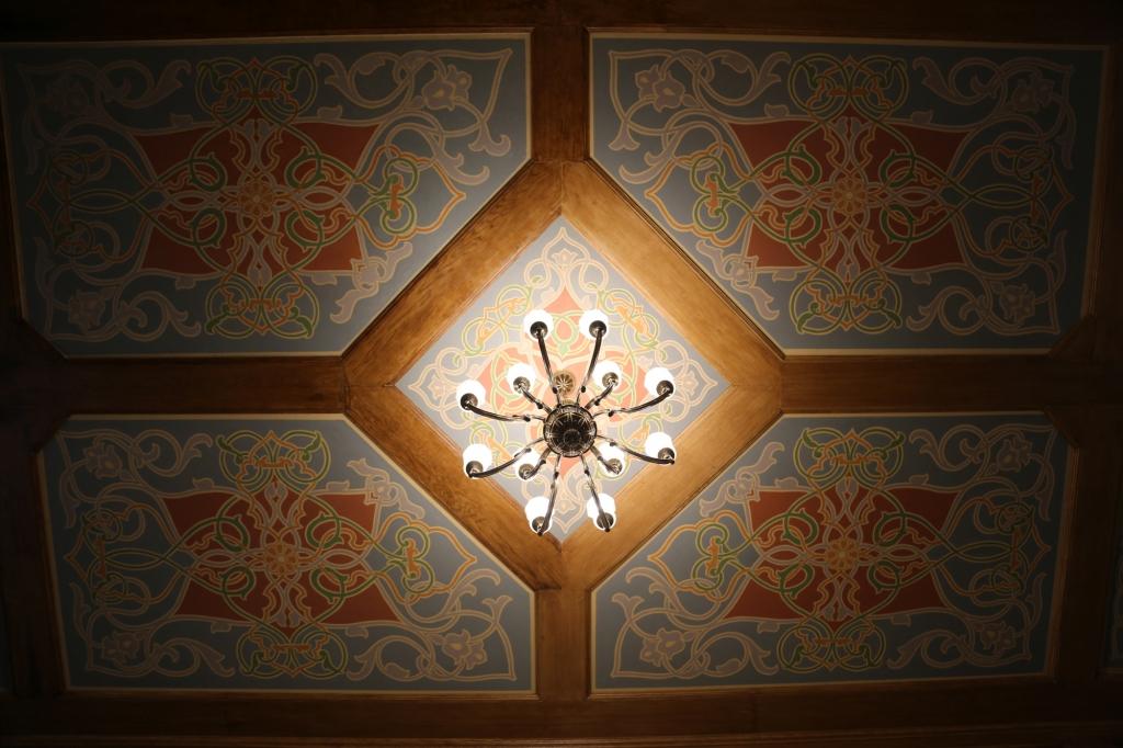 Secesyjny sufit małej synagogi we Wrocławiu /fot. Chidusz