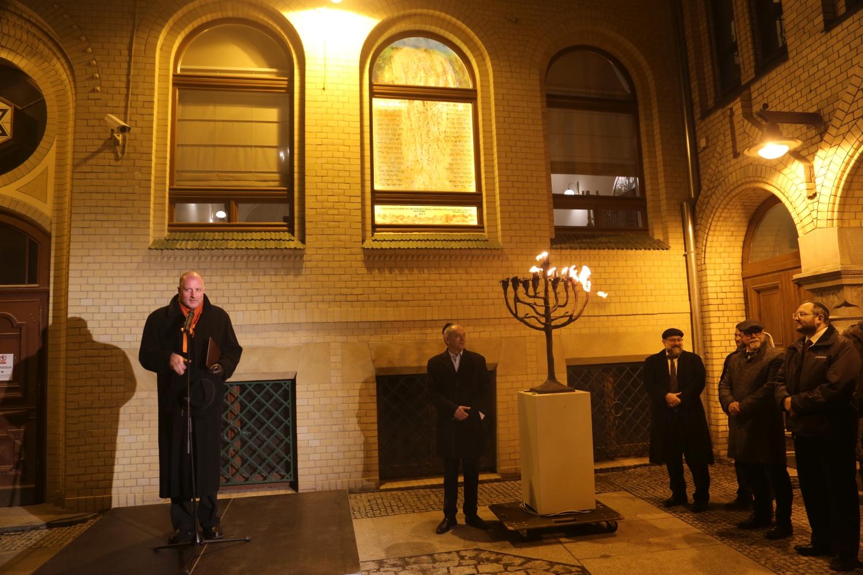 Prezydent Wrocławia Rafał Dutkiewicz podczas otwarcia małej synagogi