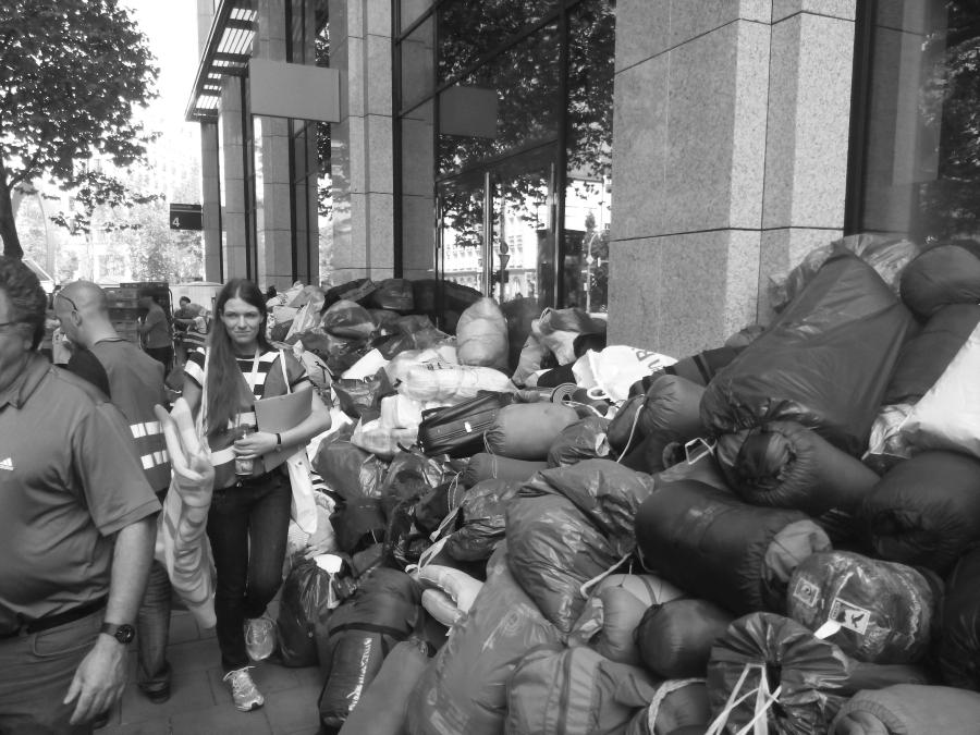 spenden-refugees-munich-germany-deutschland-helping-refugees-uchodzcy-syryjczycy-w-monachium-niemcy-kryzys-migracyjny-02