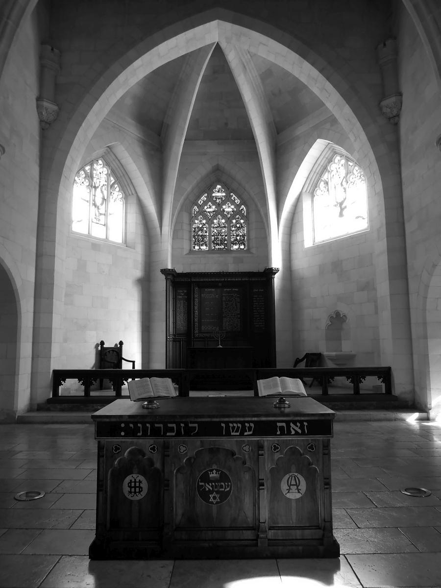 """""""Żydowskie"""" wnętrze pierwszego protestanckiego kościoła na Bliskim Wschodzie – Christ Church w Jerozolimie. Kościół służył misjom w XIX wieku i jest również miejscem spotkań współczesnych Żydów mesjańskich. (fot. Agnieszka Jagodzińska)"""