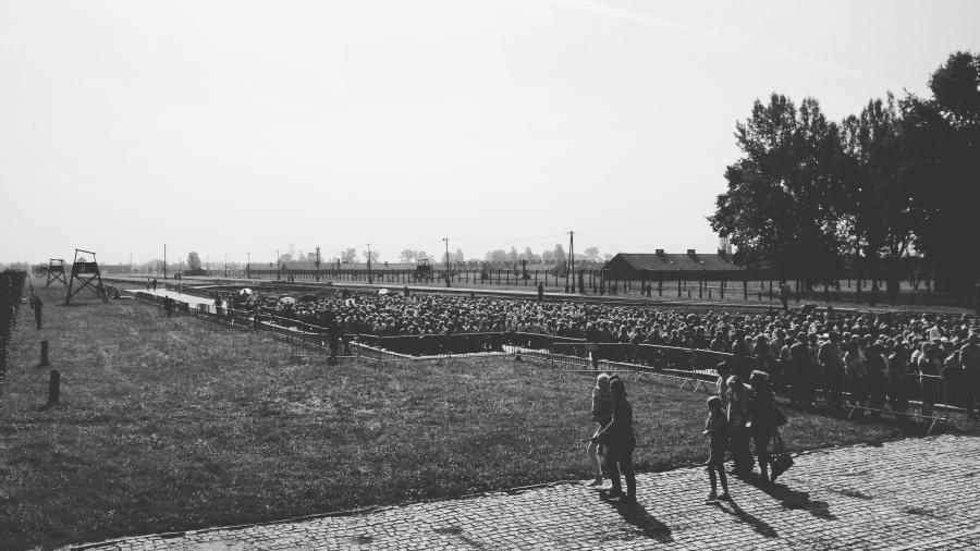 Spotkanie modlitewne z papieżem Franciszkiem w byłym niemieckim obozie zagłady Birkenau 29.07.2016 /fot. CHIDUSZ