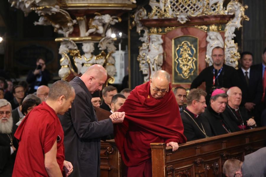 dalajlama-kosciol-pokoju-w-swidnicy-polska-wroclaw-apel-o-pokoj-interfaith-dialogue-dialog-miedzyreligijny-judaizm-rabin-zydzi-islam-imam-biskup-06