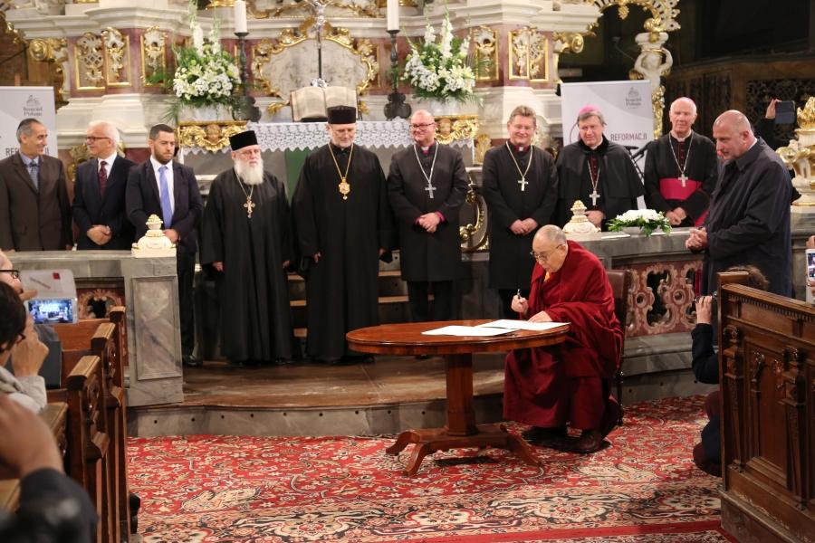 dalajlama-kosciol-pokoju-w-swidnicy-polska-wroclaw-apel-o-pokoj-interfaith-dialogue-dialog-miedzyreligijny-judaizm-rabin-zydzi-islam-imam-biskup-08
