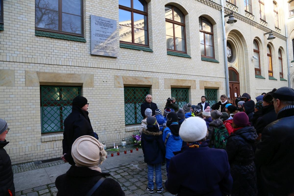 holocaust-memorial-day-72-2017-white-stork-synagogue-wroclaw-poland-jewish-life-polish-jewish-community-synagoga-pod-bialym-bocianem-01