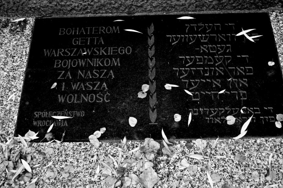 Wrocławski pomnik bohaterów powstania getta warszawskiego /. fot. Żydowski Wrocław w turyńskim obiektywie