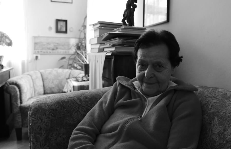 Ewa Bohdanowicz w salonie mieszkania Hanny i Ludwika Hirszfeldów przy ul. Wittiga we Wrocławiu /fot. CHIDUSZ 2016