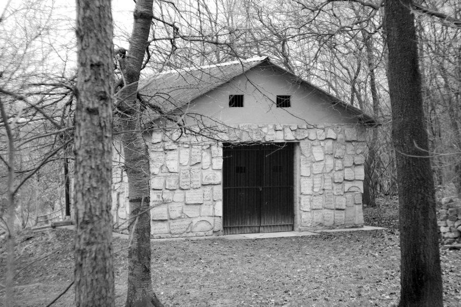 Ohel cadyka Mordechaja Josefa Leinera na cmentarzu w Izbicy /fot. Rafał Hetman