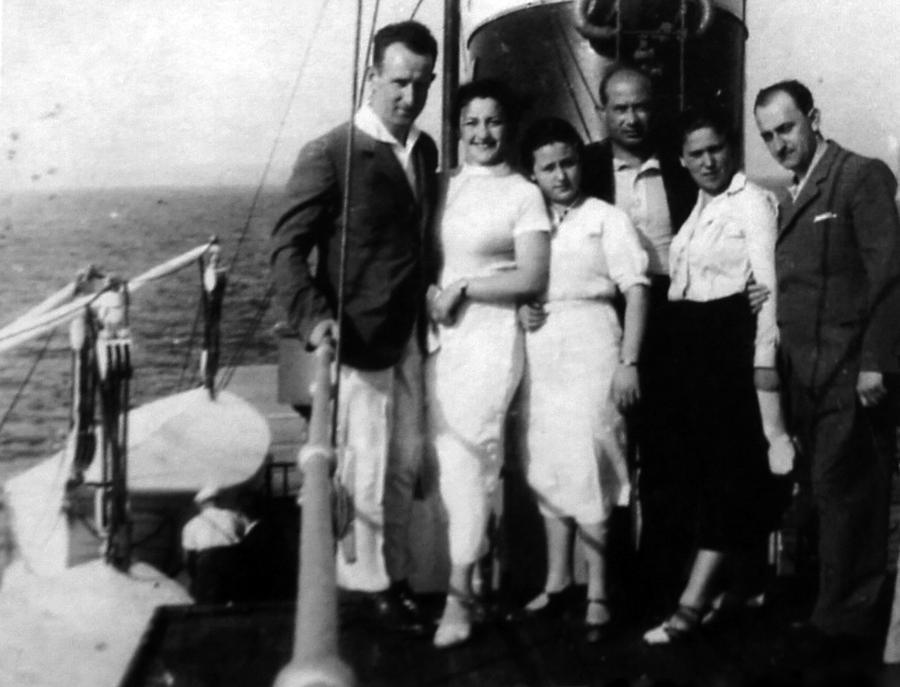 Gdynia, 1934 rok. Rodzice Szarony pierwsi od lewej. /Fot. Archiwum rodzinne