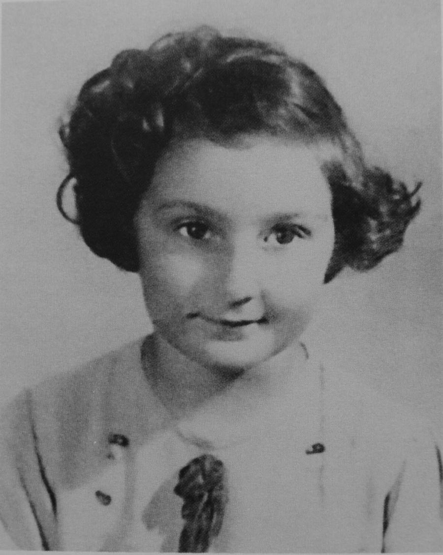 Fotografia paszportowa Szarony z 1942 roku. /Fot. Archiwum rodzinne