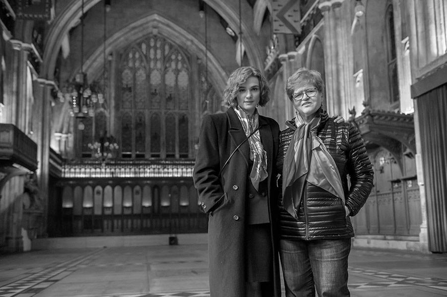 """Rachel Weisz i Deborah Lipstadt na planie filmu """"Kłamstwo"""". /Fot. Materiały dystrybutora"""