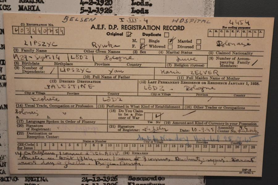 Zdjęcie karty Rywki z obozu dla dipisów pochodzi z wystawy, którą do końca marca można było oglądać w  Żydowskim Muzeum Galicja w Krakowie.  /Fot. Chidusz 2017