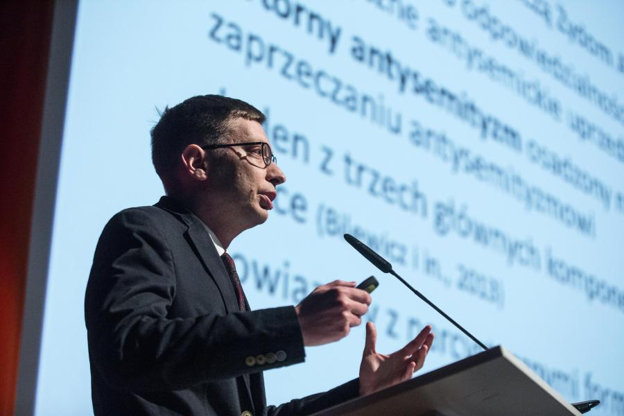 Michał Bilewicz podczas wykładu w POLIN, Marzec 2018 /Fot. Magdalena Starowieyska/ Muzeum POLIN