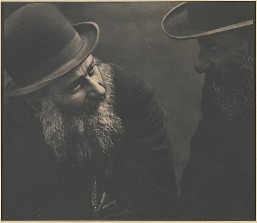 """Rozmowa"" - fotografia Paula Stranda (1916). /fot. The MET"