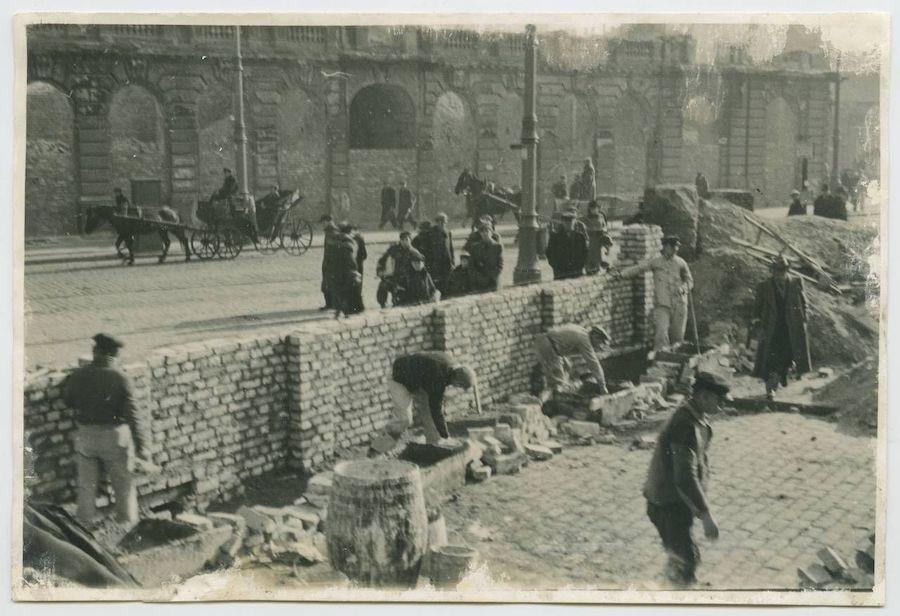 wystawa-za-murem-jak-powstalo-warszawskie-getto-muzeum-gornoslaskie-w-bytomiu